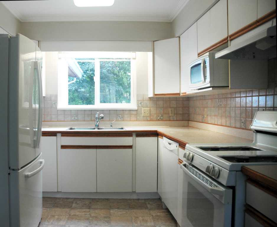 4 - Kitchen